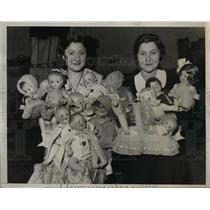 1933 Press Photo Jean Rifkin & Patsy Kleine with armfull of dolls - nex83226