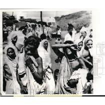 1965 Press Photo Weeping Indian Women Mourn Deaths of Husbands Killed Explosion
