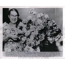1953 Press Photo Rosetta Powell, Mother of Released Korean War POW w Bouquet