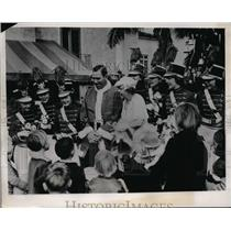 1937 Press Photo Dizzy Dean at Grace Doherty Xmas party inMiami Biltmore