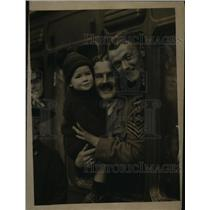 1922 Press Photo British Army Officer Holds Daughter Before Being Shipped Off