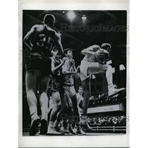 1959 Press Photo Bob Distefan of NC State vs Holy Cross' John Shea - nes29754
