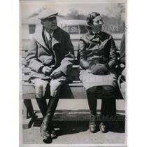 1937 Press Photo Mrs Dunbar W Bostwick Westbury Long Island With Tommy Hitchcock