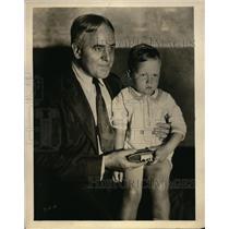 1929 Press Photo NBC studio's Ludwig Laurler listen to Slumber music - nee57007