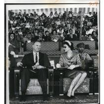 1959 Press Photo Maj. John Eisenhower, Barbara Eisenhower, pegging display
