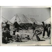 1942 Press Photo India US Troops labor to erect tents after arrival.