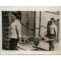 "1941 Press Photo injured seaman from torpedoed Portuguese vessel ""Ganda"" WWII"