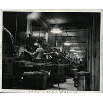 1941 Press Photo Westinghouse Electric & Mfg Co Derby Pa porcelain works