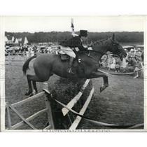 1934 Press Photo Carol Gimbel rides Trolley at North Shore Horse Show
