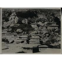 1925 Press Photo Homes built into side of mountain.  - nee58052