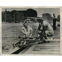 1932 Press Photo sculling champ Ted Phelps gives tips to G. Von Opel of Germany