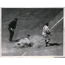 1957 Press Photo Chicago Cubs Bobby Adams scores vs Giants Wes Westrum Umpire St