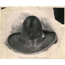 1923 Press Photo A cowboy hat on display - nex85810