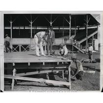 1934 Press Photo Tommy Laughran & manager Joe Smith watch men build boxing ring