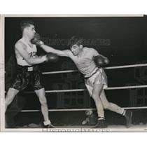1937 Press Photo Jimmy Urso lands right to face of Gavino MAtta in 3 round bout
