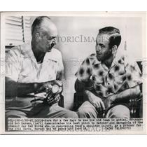 1950 Press Photo Bob Harmon demonstrates pitch to Cardinals Joe Garagiola