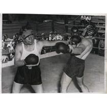 1934 Press Photo Jimmy McLarnin lands left to Eddie Flynn sparring partner