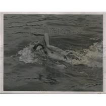 1936 Press Photo Ralph Flanagan in 400 meter freestyle at Olymic record 4:47.8