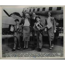 1952 Press Photo Robert Vogeler convixted spy arrives in Wash.with his family