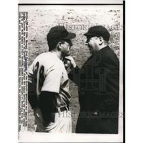 1956 Press Photo Cardinals manager Fred Hutchinson & Umpire Stan Landas