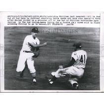 1958 Press Photo Phillies Carl Sawatski out at 2nd vs Cardinal Eddie Kasko