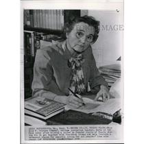 1950 Wire Photo Ms. Icie F. Johnson writes a letter urging peace - cvw02296