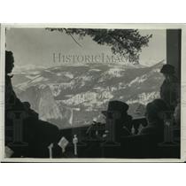 1923 Press Photo visitors take in the view, Yosemite National Park in Winter
