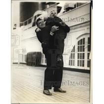 1928 Press Photo boxer Tom Heeney hoists mgr. John Mortimer aboard SS Leviathon