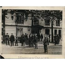 1927 Press Photo U.S. Embassy in Paris guarded from Sacco/Vanzetti sympathizers
