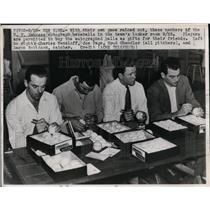 1947 Press Photo NY Yankees sign autographs, Charles Wensloff, Joe Page