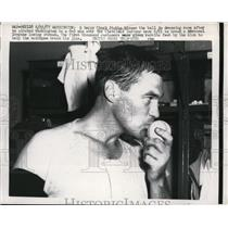 1957 Press Photo Chuck Stobbs of Senators after win vs Indians at Washington