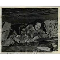 1938 Press Photo Autrie Nelle Lambert Home Damaged Tornado - nee65593