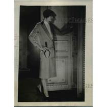 1926 Press Photo A tailored suit of English tissue trimmed in beige kid leather