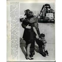 1969 Press Photo Lt.Neil Sellers return after 22 months duty in Western Pacific.