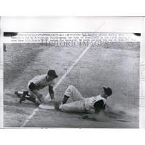1961 Press Photo Pirate Bob Skinner safe at 3rd vs Don Hoak of Giants