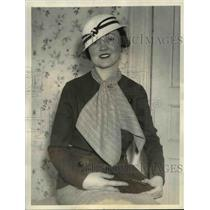 1933 Press Photo Mary Lou Ross of Chicago wears spectator Sports Costume.