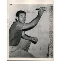 1948 Press Photo Myron Mike McCormick of Boston Braves off season home remodel