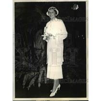 1933 Press Photo Ms.Virginia Spoeri wears a cotton summer suit in Chicago.
