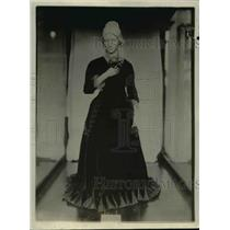 1920 Press Photo Mrs Rutherford Hayes, wife of President Hayes in red velvet