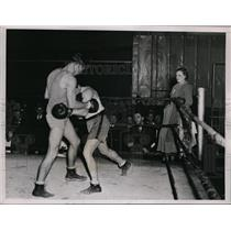 1935 Press Photo Jock McAvoy gets in close quarters with sparring partner