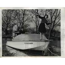 1946 Press Photo Gwen L Boone Casts Line at League Island on Coast Guard Boat