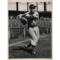 1940 Press Photo Linus Frey, Cinncinati Reds infielder at batting practice