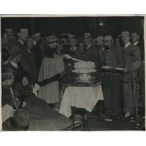 1922 Press Photo Princess Mary Cuts Cake for Disabled Soldiers Not Forgotten Tea