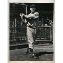 1940 Press Photo Cinncinati Reds outfield Ivan Goodman batting practice
