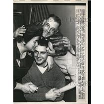 1957 Press Photo TN guard Bruce Burnham released from hospital after concussion