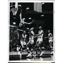 1961 Press Photo Richard Dutrisac of Wisconsin vs Northwestern Bill Cacciatore
