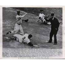 1950 Press Photo Dave Philley of White Sox out at 2nd vs Bill DeMars of Browns