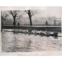 1938 Press Photo Cambridge crew training on the Thames River in London
