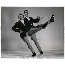 1951 Press Photo Betty Schalow & Hugh Hendrickson in Shipstads Ice Follies