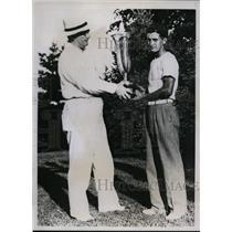 1935 Press Photo Frank Strafaci gets James Standish trophy from Arthur Wood
